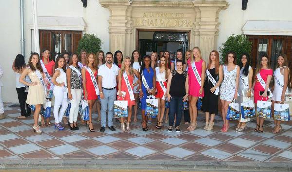 La Concejala de turismo recibe en el Ayuntamiento a las concursantes del certamen provincial de Miss Universo
