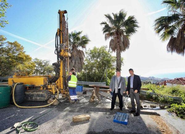El Alcalde Víctor Navas y el Concejal Oscar Ramundo, visitan Las Moriscas con motivo de las tareas preliminares para la creación de un Parking Público en Benalmádena Pueblo