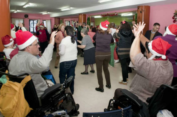 La regidora participa en la celebración navideña de los usuarios del programa 'Contamos contigo, sin barreras'