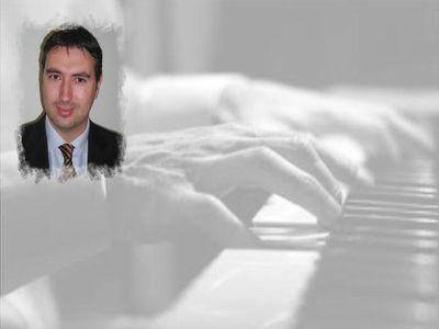 El Músico Benalmadense Marcos Bello Presenta su Primera Novela,