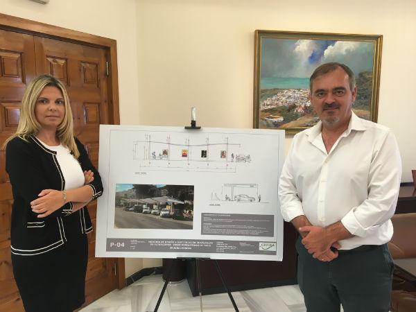 Las paradas de taxi de Benalmádena Pueblo y Puerto Marina contarán este año con nuevas marquesinas