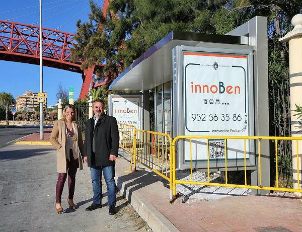 Benalmádena inicia la renovación de las marquesinas de las paradas de autobús en el Término Municipal