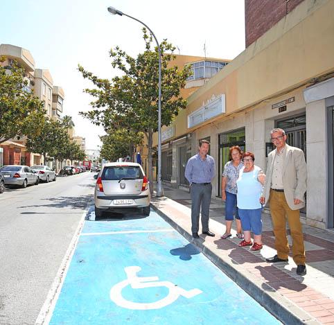 La Avenida Andalucía cuenta con dos nuevos aparcamientos para minusválidos