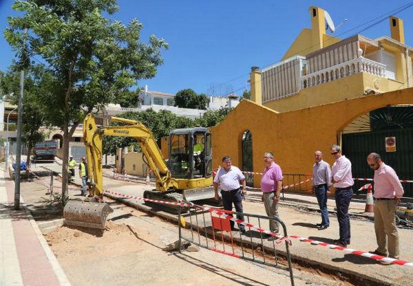 Emabesa inicia obras de renovación de la red de abastecimiento y asfaltado en Calle La Mancha