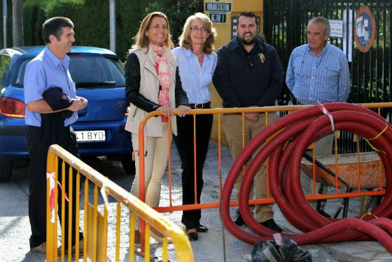 La alcaldesa visita los trabajos de remodelación del acerado de la céntrica avenida Obispo Herrera Oria