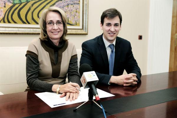 El Gobierno municipal reduce a la mitad en dos años la deuda a corto plazo del Ayuntamiento de Benalmádena
