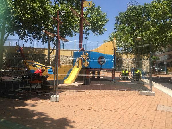 SERVICIOS OPERATIVOS ACOMETEN MEJORAS EN EL PARQUE INFANTIL DE LA AVENIDA ...