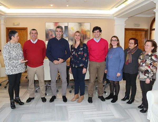 El Alcalde Víctor Navas y la Concejala Ana Scherman mantienen un encuentro con la nueva Junta Directiva de la Peña Virgen de la Cruz