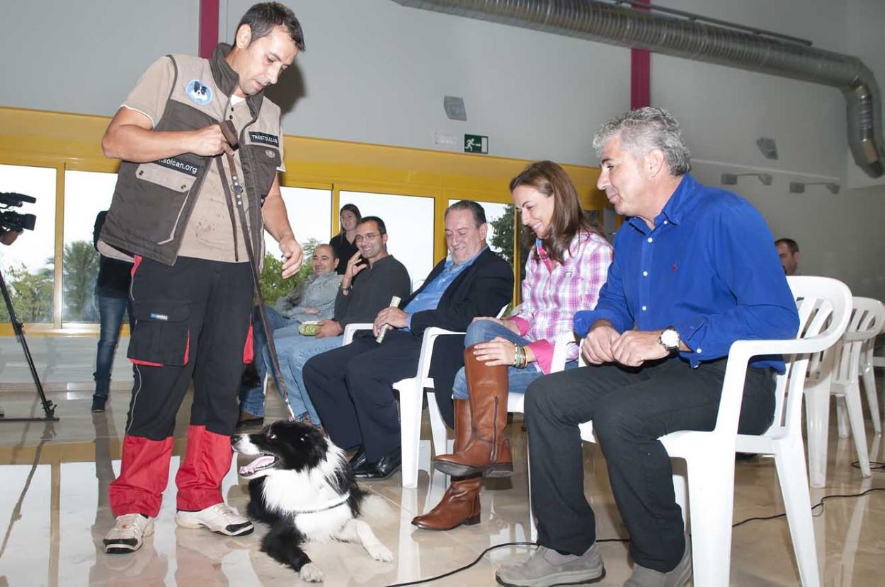 El Parque de la Paloma acoge la presentación en Andalucía de perros detectores de picudo rojo