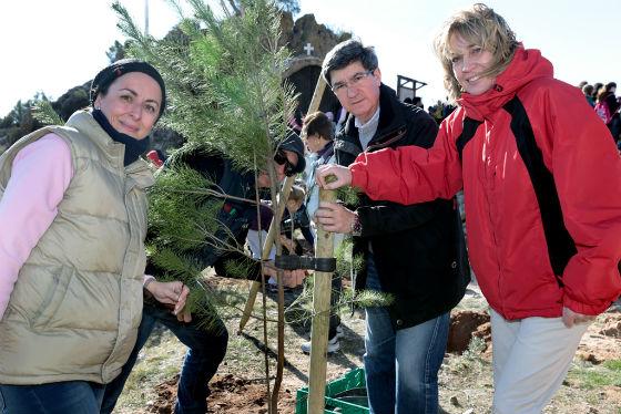 Cerca de 300 personas participan en el plan de restauración de espacios naturales de Benalmádena
