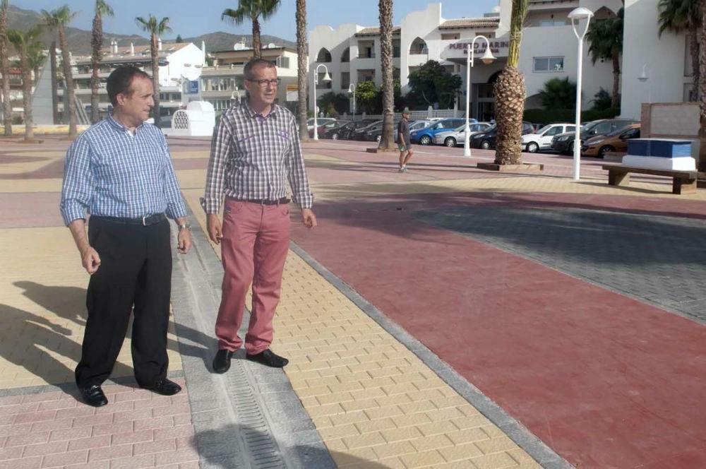 El Ayuntamiento acomete la remodelación de la Plaza de las Velas en el Puerto Deportivo