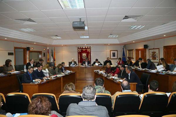El Ayuntamiento de Benalmádena aprueba la mejora del contrato con la empresa adjudicataria del servicio de recogida de residuos sólidos urbanos y limpieza viaria