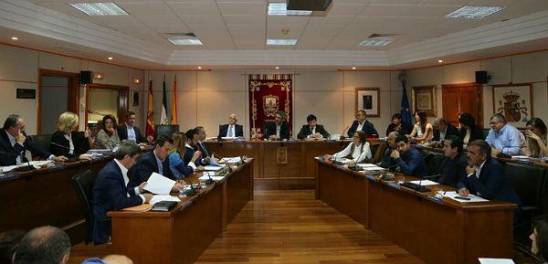 El Pleno aprueba una moción para instar al Gobierno a que permita a los Ayuntamientos reinvertir el superávit público