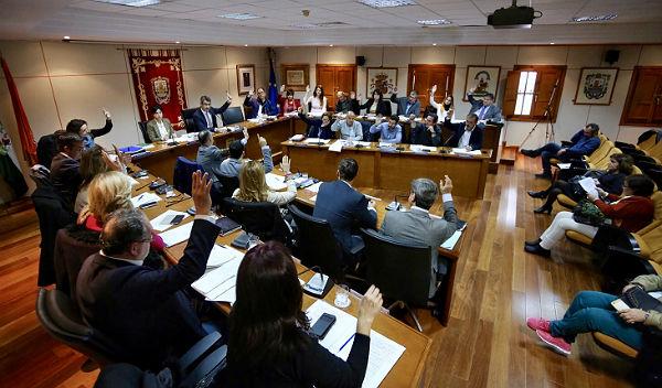 El Pleno aprueba nombrar 'Benalmádense del Año 2017' a Gilberto Morales