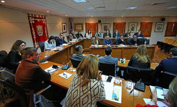 El Pleno aprueba una moción para solicitar a Diputación 'Igualdad de trato e inversión para Benalmádena con respecto al resto de municipios similares en características y población'