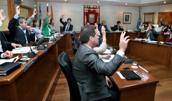 La corporación municipal acuerda conceder el nombre de Adolfo Suárez a la Plaza de Pueblosol