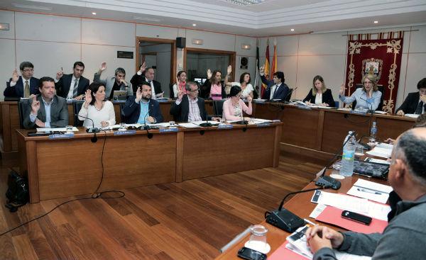 Psoe e Iu evidencian su falta de apoyo a la ampliación del Puerto Deportivo