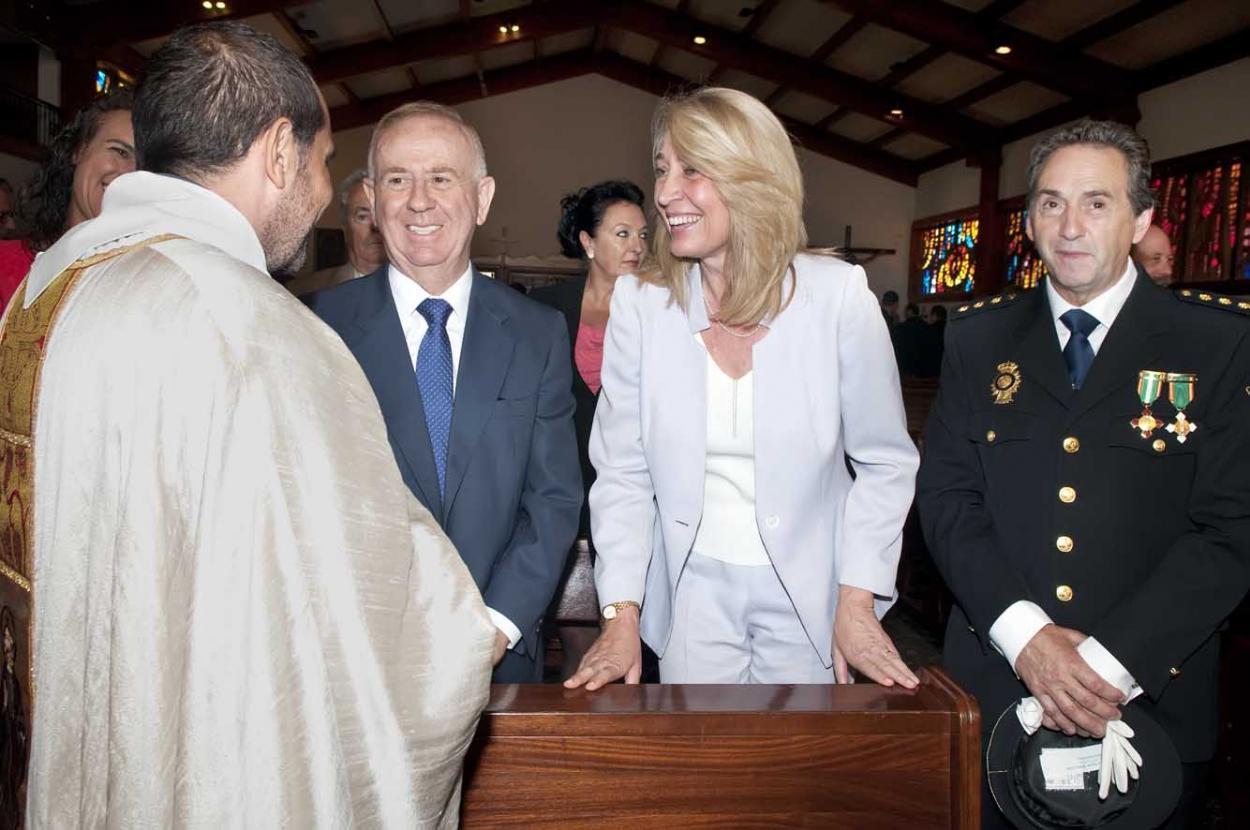 La Alcaldesa de Benalmádena y su homólogo en Torremolinos presiden los actos del patrón del Cuerpo Nacional de Policía