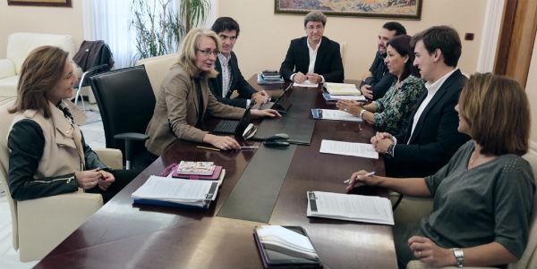 La alcaldesa asume la Delegación de Seguridad y designa a Adolfo Fernández concejal del puerto