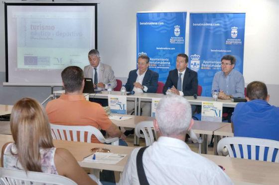 Más de una veintena de empresarios y emprendedores asisten a la presentación del Curso de Turismo Náutico y Deportivo