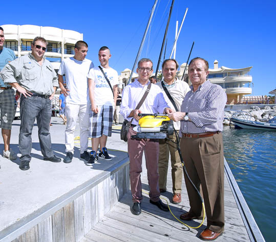 El Puerto Deportivo acoge la presentación internacional y demostración de novedosos equipos de inspección remota submarina