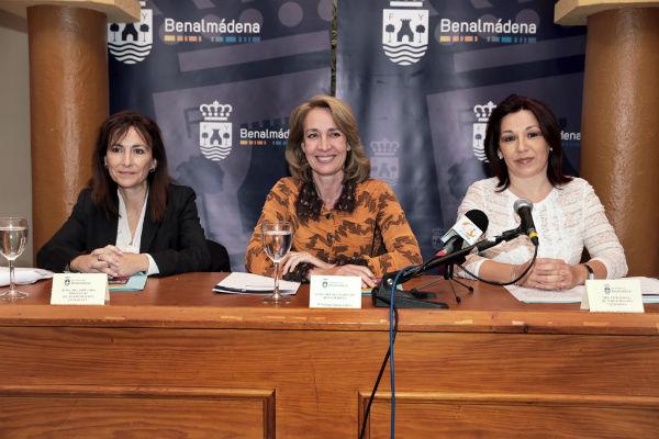 La alcaldesa presiden la presentación de la nueva Guía de Asociaciones de Benalmádena