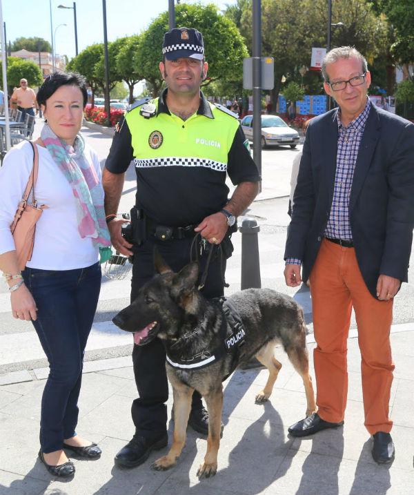 Francisco Salido y Concepción Tejada presentan la primera exhibición canina en la I Jornada de la Policía Local