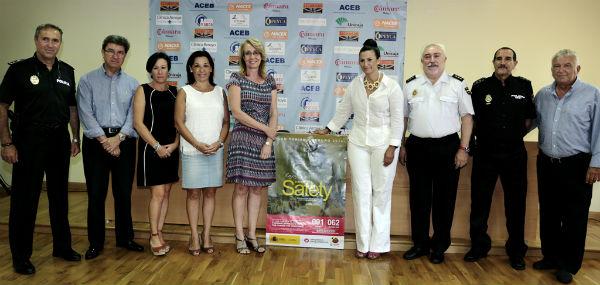 La alcaldesa preside la presentación a comerciantes y empresarios del Plan Turismo Seguro de la Policía Nacional