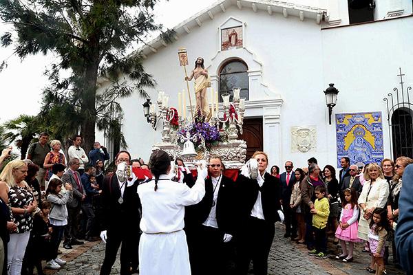 La procesión del Resucitado pone el broche de oro a la Semana Santa de Benalmádena