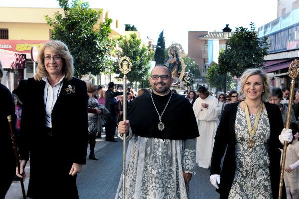 La regidora preside la procesión en honor a la Inmaculada Concepción