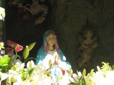 Ofrenda Floral a la Virgen de Lourdes.
