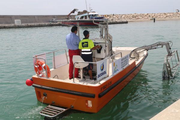 Benalmádena dispondrá este verano de tres embarcaciones quitanatas que velarán por la calidad de sus aguas.