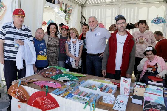 Una quincena de colectivos sociales participan en el II Rastrillo Solidario de Benalmádena