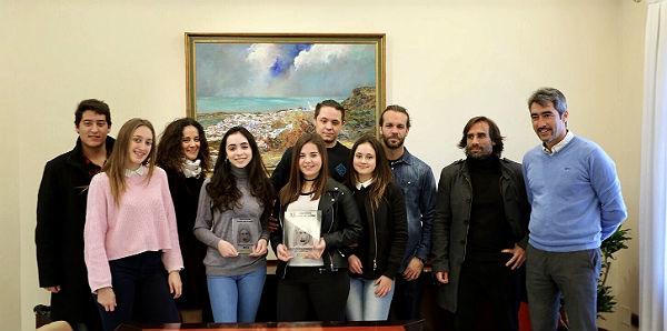El Alcalde recibe al Grupo de Teatro del Colegio Maravillas tras conseguir el Segundo Premio en el Concurso de Teatro Grecolatino