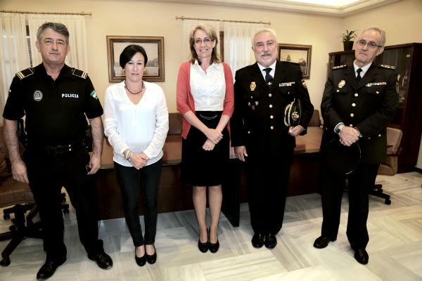 La alcaldesa recibe al nuevo Comisario Jefe del Cuerpo Nacional de Policía del Benalmádena, Domingo Suárez