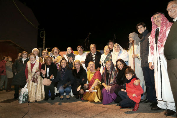 La alcaldesa asiste al recital de poemas protagonizado por los mayores del 'Anica Torres' en la calle Blas Infante