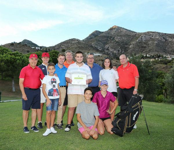 La Escuela Municipal de Golf otorga una beca deportiva al joven jugador Pablo Rodríguez Padilla