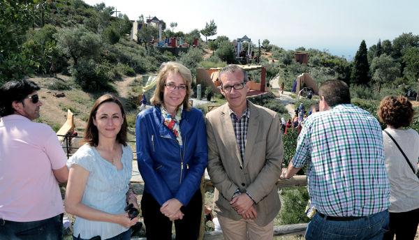 Benalmádena revive la pasión y muerte de Jesucristo ante miles de vecinos y turistas en su tradicional 'Paso'