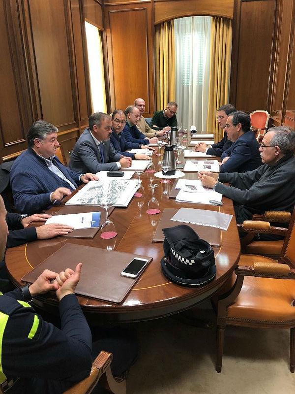 Ayuntamiento y Subdelegación de Gobierno acuerdan una solución para el tránsito peatonal de los vecinos de Santangelo Norte