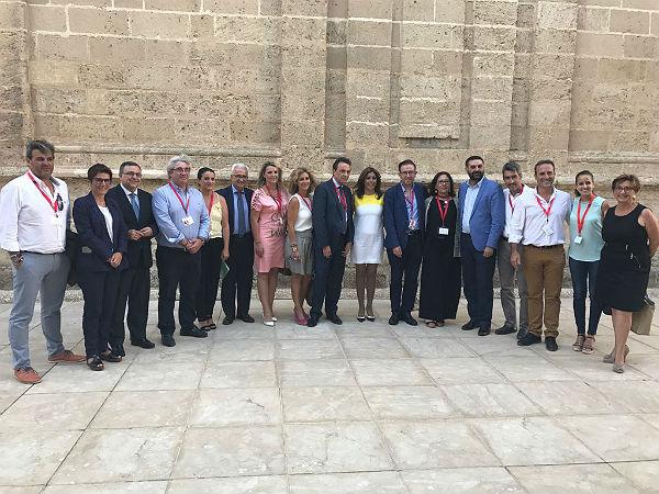 El Alcalde Víctor Navas traslada a la Presidenta de la Junta y el Consejero de Turismo la urgencia por reclamar al Gobierno Central un incremento presupuestario para garantizar la calidad de servicios en el periodo estival