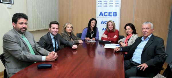 El Ayuntamiento y la Aceb se comprometen a seguir trabajando juntos en la promoción del tejido comercial y empresarial local