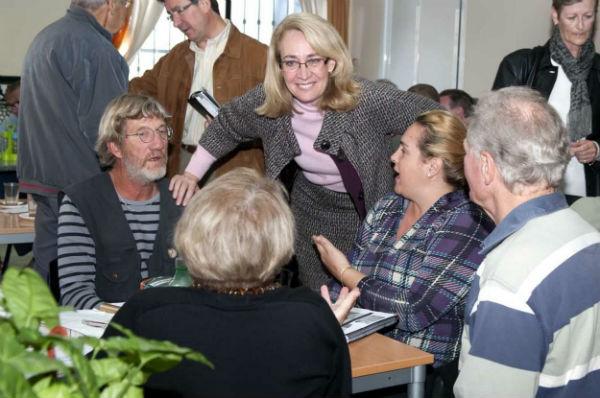 La Alcaldesa mantiena un encuentro con medio centenar de residentes británicos