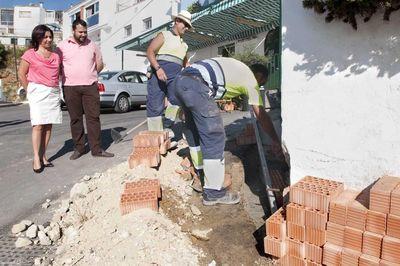 Servicios Operativos Acomete Mejoras y Reparaciones en los Accesos a la Peña de la Cruz.