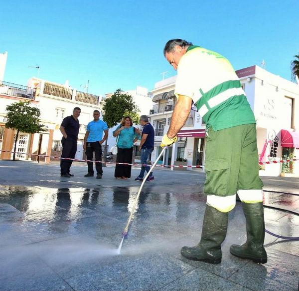 Servicios Operativos realiza una prueba con un sistema de recuperación del pavimento en el centro del Arroyo de la Miel.