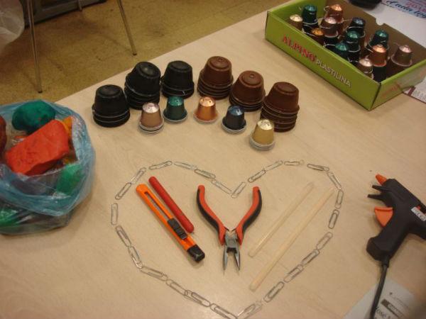 La Biblioteca Pública invita a los niños a crear adornos navideños a partir de materiales reciclados