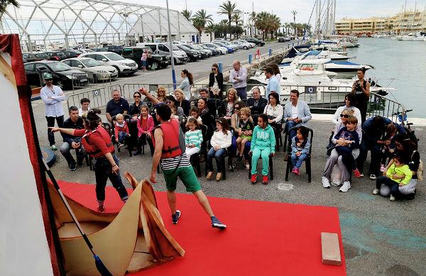 Puerto Marina se convirtió en un gran escenario teatral que sorprendió y entusiasmó a los visitantes