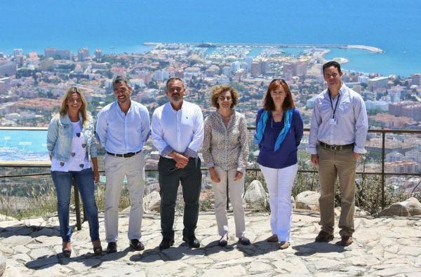 El alcalde Victor Navas y el concejal de comercio, Bernardo Jiménez, realizan ...