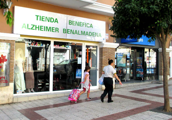 En marcha la campaña de Navidad de la  tienda de Alzheimer Benalmádena