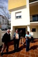 El alcalde visitó las viviendas de VPO de calle Alhambra