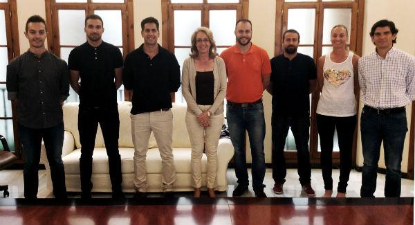 La alcaldesa preside la toma de posesión de seis nuevos vigilantes para el servicio de playas